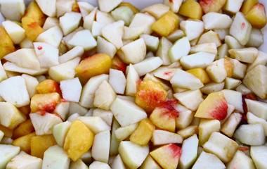 fruits frais  coupés en dés pour cuisiner
