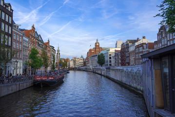 アムステルダムの川と花市場と街並み