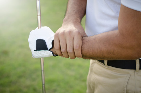 Golfers were wounded in the arm