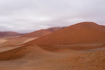 In de dag Oranje eclat Sand dunes at Sossusflei in Namibia