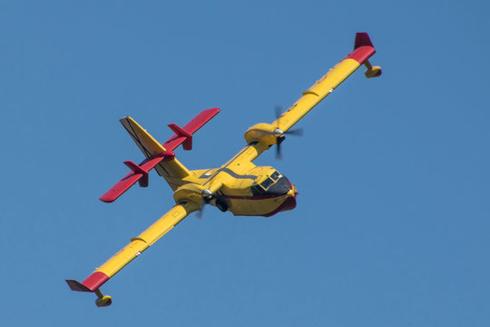 canadair model airplane, firefighting aircraft