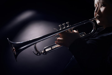Photo sur cadre textile Musique Trumpet player jazz musician playing brass instrument