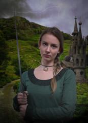 Burgfräulein mit Schwert