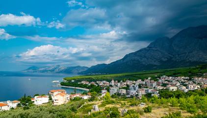 Ein Panoramabild von Promajna in Kroatien