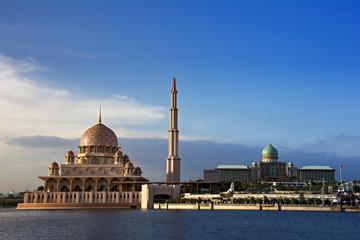 Wall Mural - Famous Putra Mosque in Putrajaya, Malaysia.