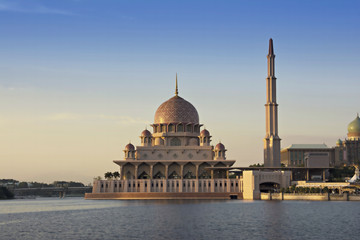 Wall Mural - Famous Pink Mosque, Putra Mosque in Putrajaya, Malaysia.