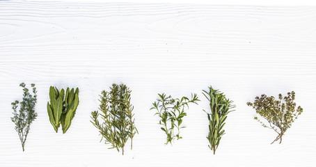 hierbas medicinales sobre fondo de madera blanca Wall mural