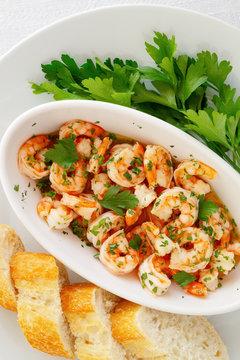 garlic prawns with bread and parsley