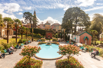Foto op Aluminium Noord Europa Popular tourist resort of Portmeirion with it's Italian village style architecture in Gwynedd, North Wales.