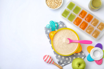 Stores photo Graine, aromate Flat lay composition with bowl of healthy baby food and space for text on white background
