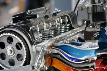 Detail von offenem KFZ-Motor