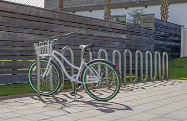 Photo sur Aluminium beach bicycle in stand