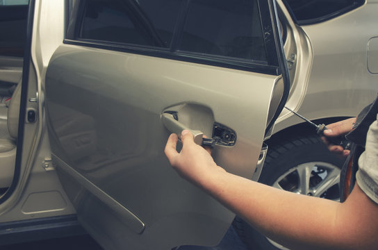 car mechanic repairs the door in the car