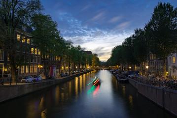 日暮れのアムステルダムの運河