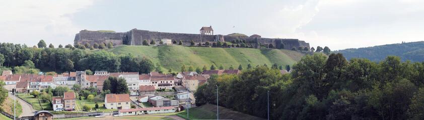 Zitadelle von Bitsch - Citadelle de Bitche – gelegen auf einem Hügel über der Stadt Bitsch - Panorama