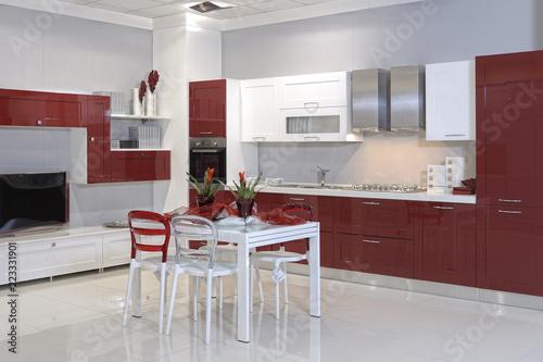 Cucine Design Moderne.Cucine Moderne In Un Negozio Di Arredamento Stock Photo And