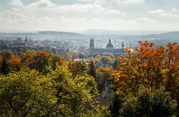 Die Residenzstadt Fulda, in Hessen, Deutschland, Europa im Herbst mit blauem Himmel.