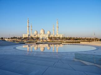 Sheikh Zayed bin Sultan Al Nahyan Grand Mosque at sunrise, Abu Dhabi, United Arab Emirates