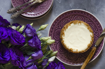 Cheesecake on sour cream with lime and bouquet of flowers