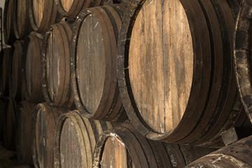 Barriles antiguos de vino.