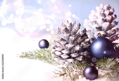 Hintergrund Weihnachten.Weihnachten Hintergrund Winter Zapfen Blau Stockfotos Und