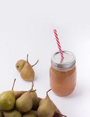 Jugo de pera y peras
