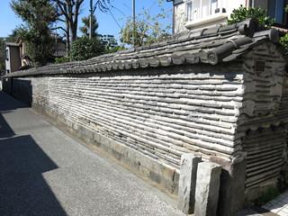 台東区谷中の観音寺築地塀