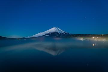 山中湖の朝の富士山