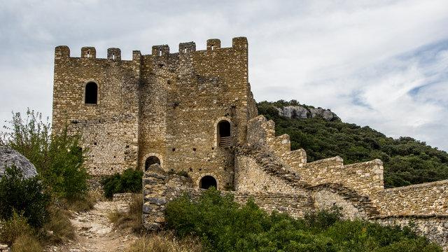 Le ch^teau médiéval de Saint Montan, en cours de restauration