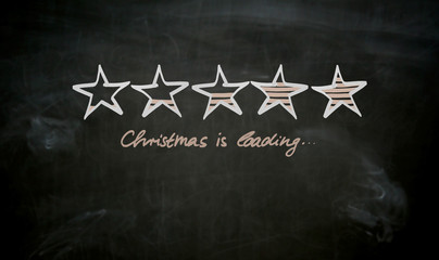 Christmas is loading Konzept auf Tafel gemalt