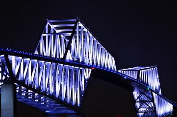 青白い光の橋