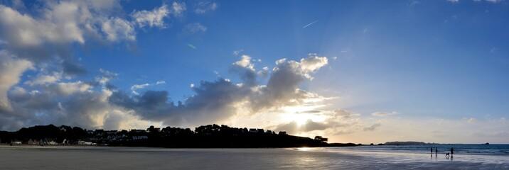 Vue panoramique de la plage Trestel à Trévou-Tréguignec en Bretagne. France