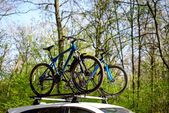 Two bikes blue mount car roof