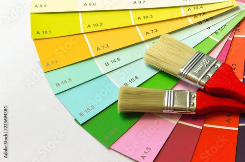 Farbton Auswahl Mit Zwei Malpinseln Stockfotos Und Lizenzfreie