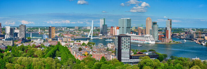 Spoed Fotobehang Rotterdam Panorama of Rotterdam city and the Erasmus bridge