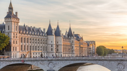 Dramatic sunset over river Seine and Conciergerie timelapse in Paris, France Fotobehang
