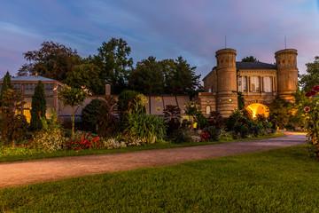 Gewächshäuser im botanischen Garten in Karlsruhe am frühen Morgen