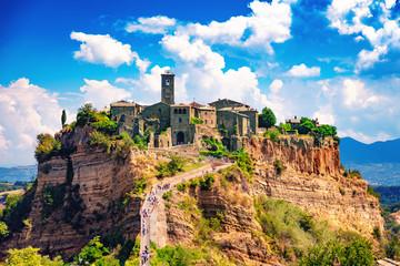 Civita di Bagnoregio, Viterbo, Latium, Italie, 18 août 2018: Vue de la cité médiévale Fototapete