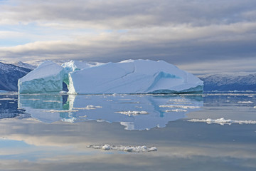 Foto op Aluminium Poolcirkel Calm Reflections in the Arctic
