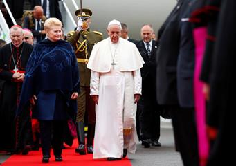 Lithuanian President Dalia Grybauskaite welcomes Pope Francis in Vilnius