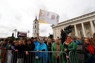 Faithful wait for Pope Francis at the Cathedral square in Vilnius