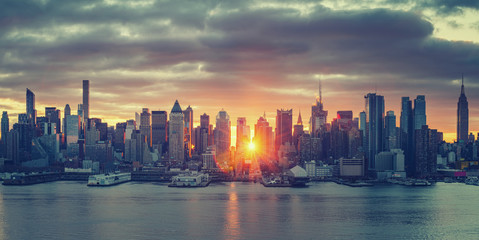 Wall Mural - Cloudy sunrise over Manhattan, New York