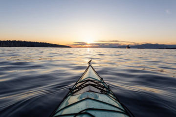 Sea Kayaking during a vibrant sunny summer sunset. Taken in Vancouver, BC, Canada. Fototapete