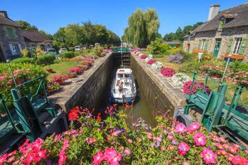 Malestroit, Bretagne, passage de l'écluse, canal de Nantes à Brest Fotomurales