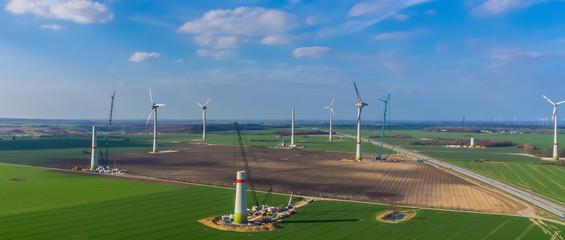 Windpark im Bau Panorama aus der Luft ökostrom