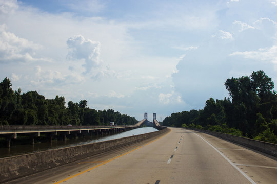 Large bridges in the US in the summer. Bridges over the Mobile River, Bigeaux Lake. Atchafalaya. USA
