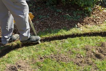Rasenkante im Garten anlegen
