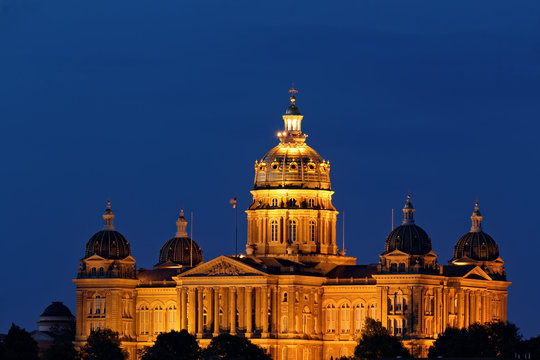 The crown jewel of Des Moines is the State Capitol Building situated on a hill facing downtown. The central dome is gilded with 23 karat gold that shines beautifully both day and night.
