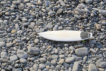 Papier Peint - tabla de surf encima de las piedras 4M0A4801-f18