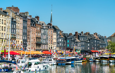 Traditional houses in the harbour of Honfleur. Normandy, France Fototapete